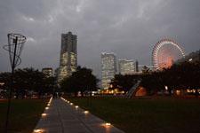 ランドマークタワーと大観覧車の夜景の画像002