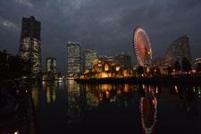 ランドマークタワーと大観覧車の夜景の画像003