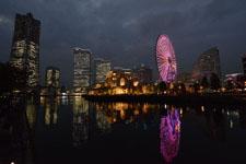 ランドマークタワーと大観覧車の夜景の画像005