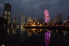 ランドマークタワーと大観覧車の夜景の画像006