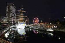 帆船日本丸と大観覧車の夜景の画像003