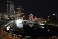 帆船日本丸と大観覧車の夜景の画像004