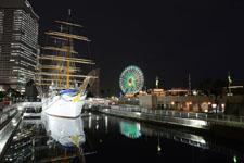 帆船日本丸と大観覧車の夜景の画像005