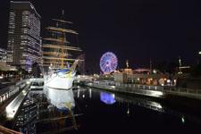 帆船日本丸と大観覧車の夜景の画像006