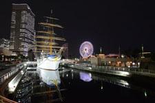 帆船日本丸と大観覧車の夜景の画像008