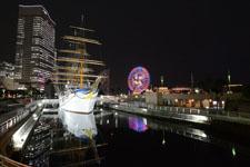帆船日本丸と大観覧車の夜景の画像009