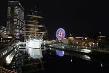帆船日本丸と大観覧車の夜景の画像010