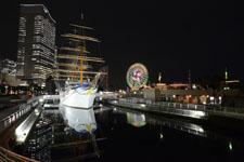 帆船日本丸と大観覧車の夜景の画像011