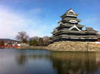 松本城の天守閣とお堀の画像001