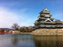 松本城の天守閣とお堀の画像002