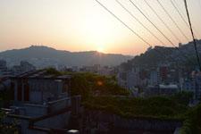 長崎市の街に沈む夕日の画像003