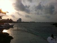 ユカタン半島のカンクンの海の画像001