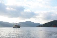 芦ノ湖に浮かぶ海賊船の画像010
