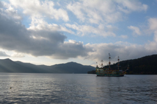 芦ノ湖に浮かぶ海賊船の画像013