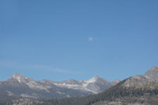 グレイシャー・ポイントからの岩山と月