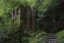 西赤石山の廃墟