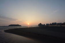湘南の海と江の島に沈む夕日の画像003