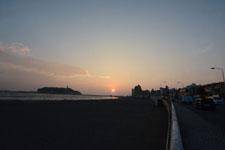 湘南の海と江の島に沈む夕日の画像005