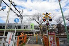 京王井の頭線井の頭公園駅の踏切の画像002