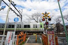 京王井の頭線井の頭公園駅の踏切の画像003