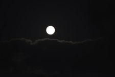 釧路湿原にかかる月の画像002