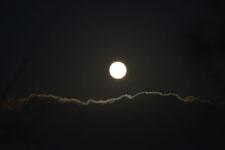 釧路湿原にかかる月の画像005