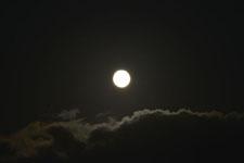 釧路湿原にかかる月の画像007
