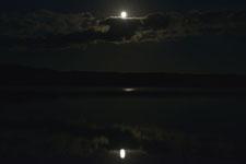 釧路湿原にかかる月の画像009