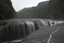 群馬の吹き割れの滝の画像002