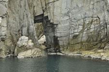 海の岩の画像005