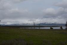 イエローストーン国立公園の湖と山の画像001