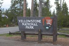 イエローストーン国立公園の看板