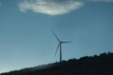 アメリカのハイウェイから見える風車の画像004