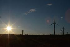 アメリカのハイウェイから見える風車の画像008