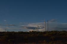 アメリカのハイウェイから見える風車の画像009