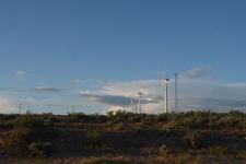 アメリカのハイウェイから見える風車の画像010