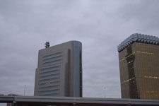 アサヒビール本社に映るスカイツリーの画像002