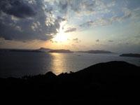 照山展望台から見た海に沈む夕日