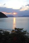 沖縄の海に沈む夕日の画像011