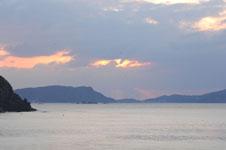 沖縄の海に沈む夕日の画像013