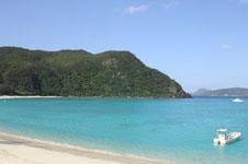 沖縄の海と船の画像002
