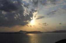 照山展望台から見た沖縄の海に沈む夕日の画像002
