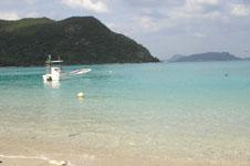 沖縄の海と船の画像016
