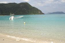 沖縄の海と船の画像018