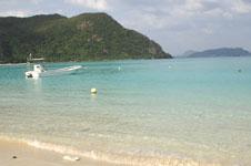 沖縄の海と船の画像020