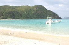 沖縄の海と船の画像023