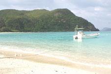 沖縄の海と船の画像024