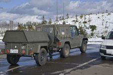雪と自衛隊のジープ