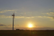 根室半島の風車と夕日の画像003