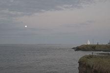 納沙布岬の灯台と月の画像001